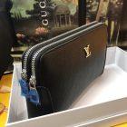 Clutch-cầm-tay-nam-sang-trọng-Louis-Vuitton