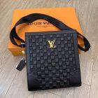 Túi đựng ipad da bò hiệu Louis Vuitton