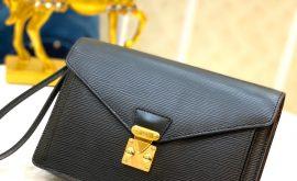 Louis Vuitton Clutch Thames -06
